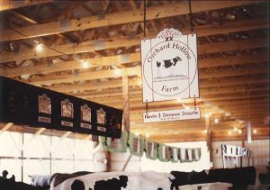 1989 orchard hollow farm sign